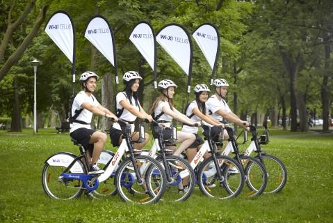 Les cinq vélos Wi-Xi qui offriront un accès à Internet gratuit dans des endroits publics à Montréal (Photo : Telus)