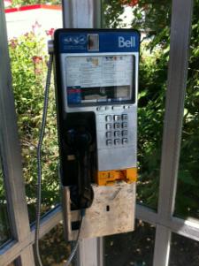 Un téléphone public