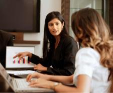 Des femmes qui travaillent dans l'industrie des TI