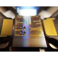 Puce photonique compacte développée par l'INRS