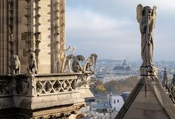 La tragédie de Notre-Dame exploitée par des filous