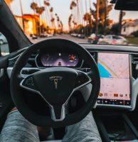 Un ancien de Tesla avoue avoir volé un code source