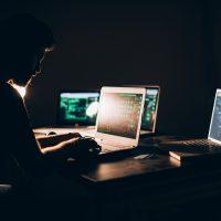 Cyberattaque: accusations de la GRC contre deux Montréalais