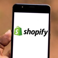 Commerce électronique : Shopify 1re du classement de SoftwareReviews