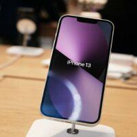 Pénurie de puces électroniques : Apple réduit sa production d'iPhone
